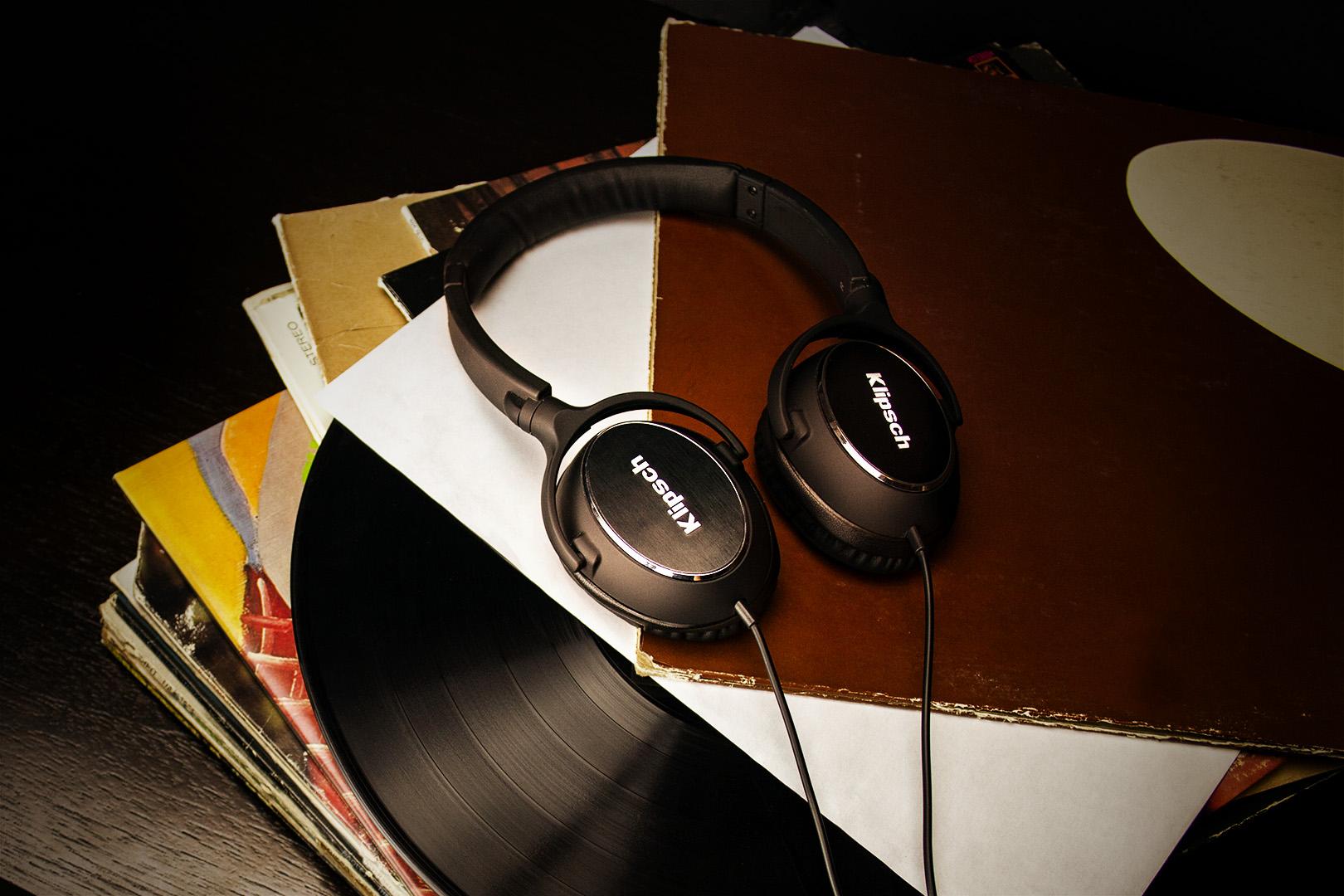 R6 On-Ear Vinyl