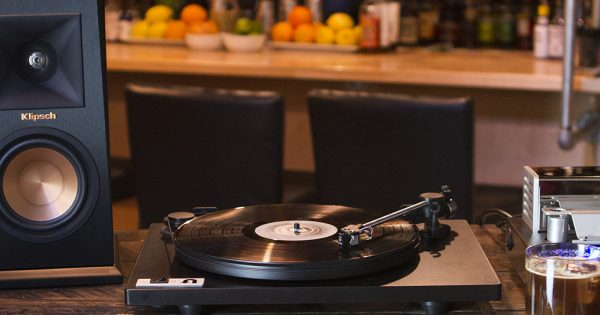how do you hook up a turntable to speakers